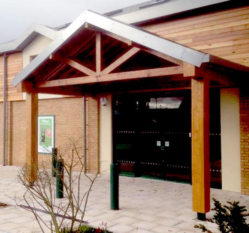 Oak entrance porch for large national pet store
