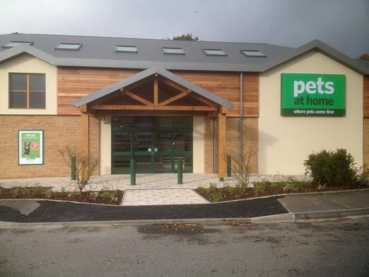 Oak and cedar clad shop front for large national pet store