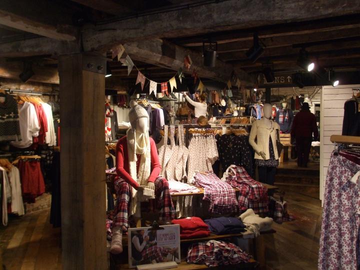 Oak frame shop interior fit out for large national brand